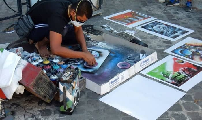 best spray paint for canvas