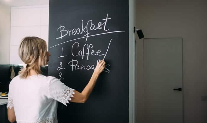 Do-chalk-markers-or-regular-chalk-work-better-on-chalkboards